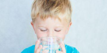 picie wody przez dzieci